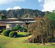 宮島と瀬戸を一望にする庭園と離れの宿 石亭